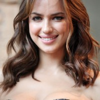 Irina Shayk Shoulder Length Wavy Hairstyle