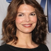Jeanne Tripplehorn Layered Shoulder Length Hairstyle for Round Faces