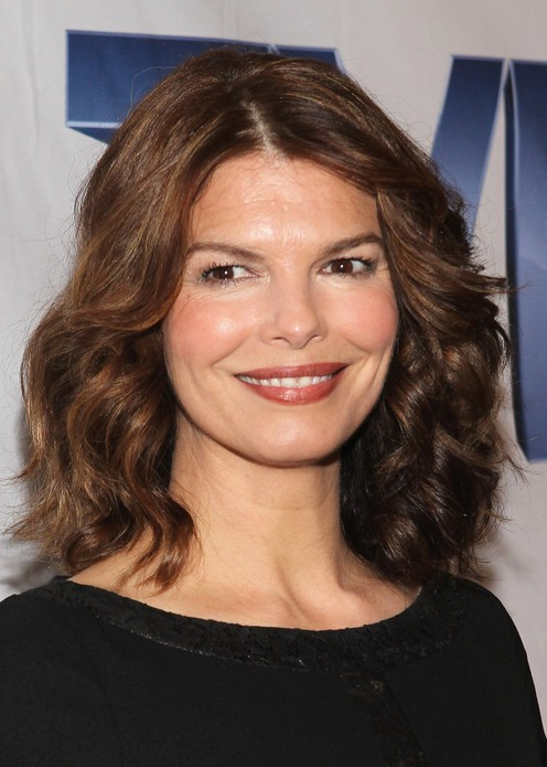 Jeanne Tripplehorn Layered Shoulder Length Hairstyle For Round Faces Styles Weekly
