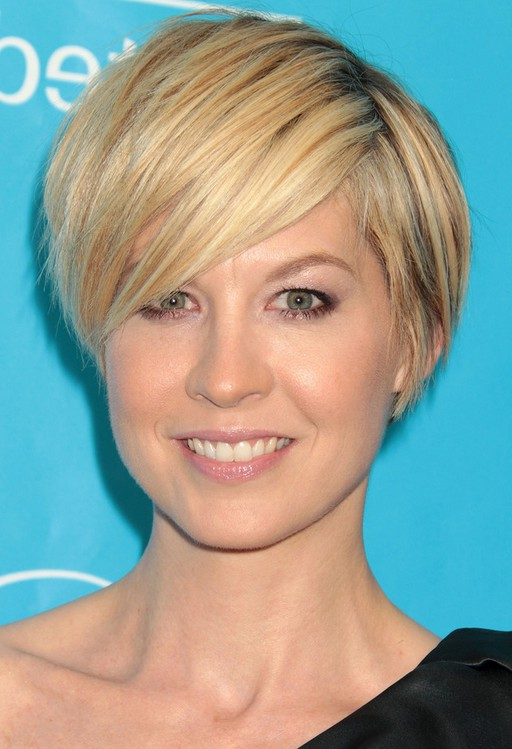 Jenna Elfman Casual Short Haircut with Long Side Swept Bangs