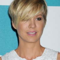 Jenna Elfman Cute Short Layered Razor Cut with Long Bangs