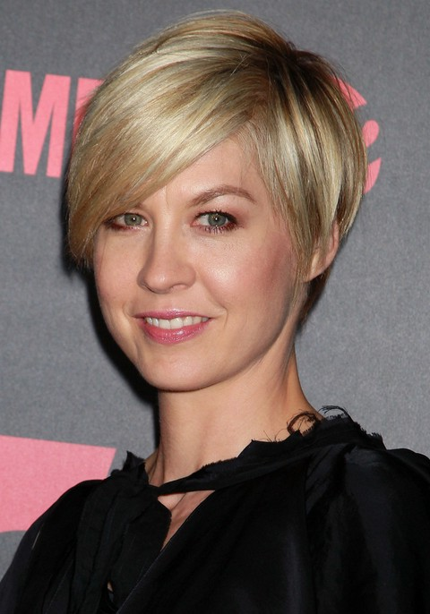Jenna Elfman Layered Short Razor Cut With Side Swept Bangs Styles Weekly