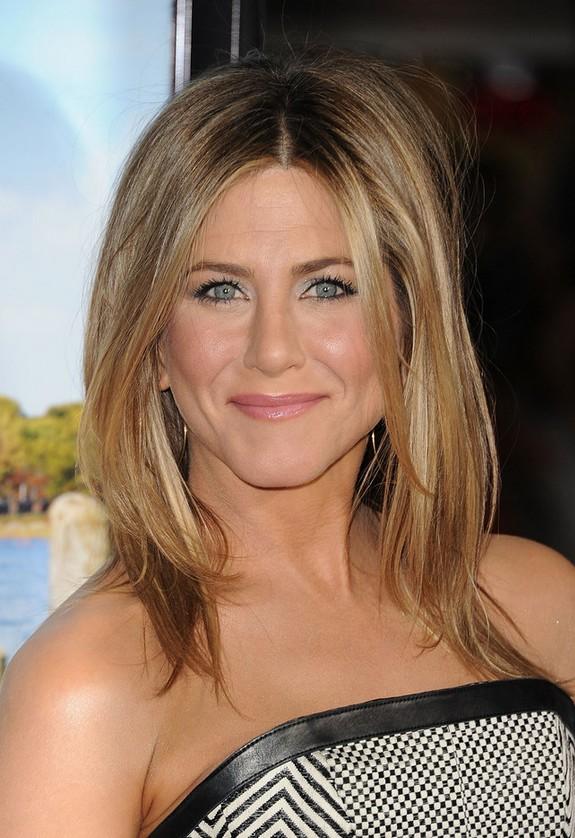 Jennifer Aniston Casual Center Part Layered Haircut For Women