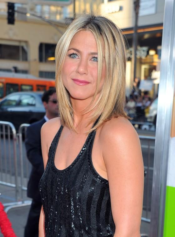 Jennifer Aniston Layered Medium Straight Bob Haircut For Women