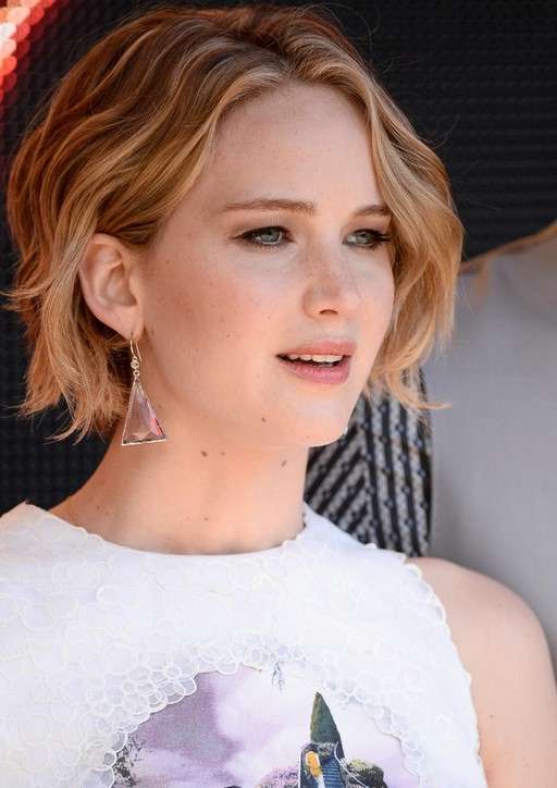 Jennifer Lawrence Short Beachy Wave Hairstyle for Summer   Styles Weekly