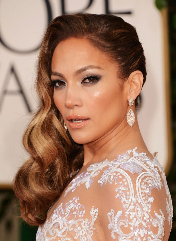 Jennifer Lopez Highlighted Retro Wavy Hairstyle For Long Hair