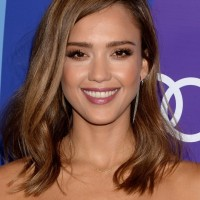 Jessica Alba Chic Mid Length Wavy Hairstyle