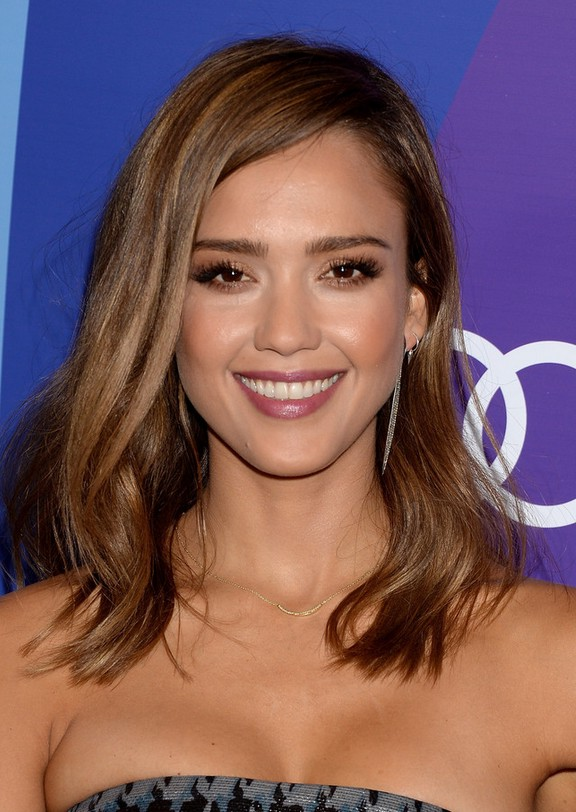Jessica Alba Chic Mid Length Wavy Hairstyle Styles Weekly