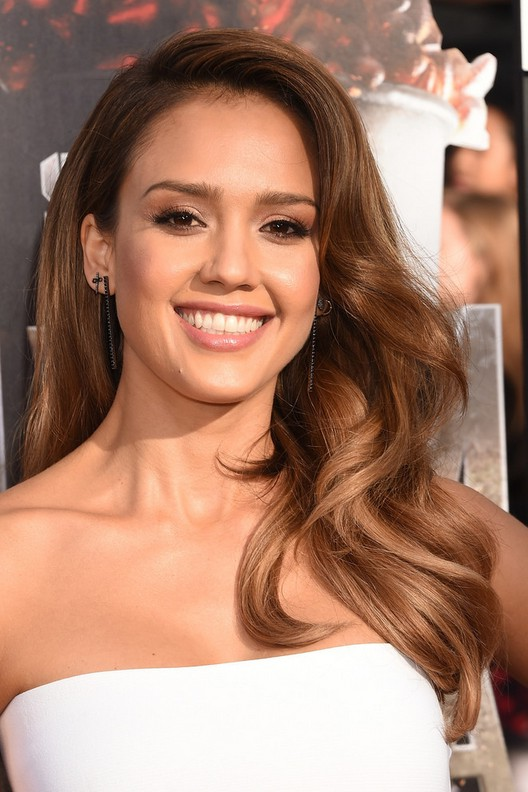 Jessica Alba Latest Deep Side Parted Long Wavy Hairstyle For Prom