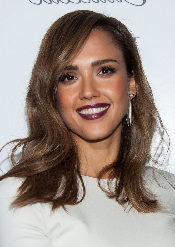 Jessica Alba Shoulder Length Wavy Hairstyle Styles Weekly