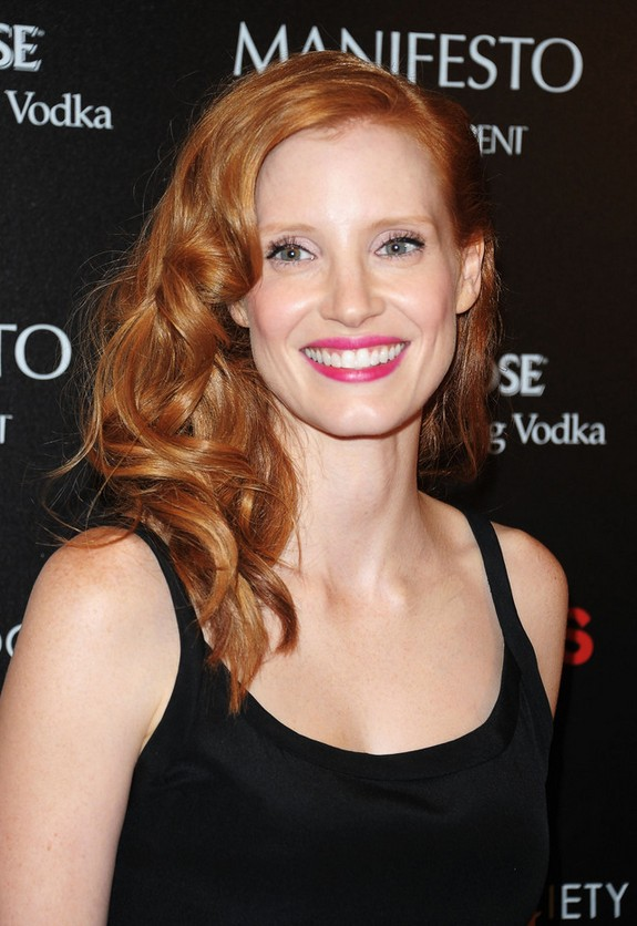 Jessica Chastain Sexy Side Parted Red Curly Hairstyle For