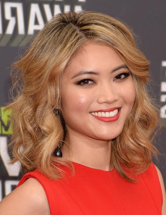 Jessica Lu Medium Loose Wavy Curly Hairstyle