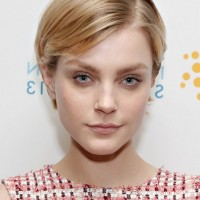 Jessica Stam Cute Short Straight Hairstyle for Thin Hair
