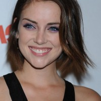 Jessica Stroup Cute Short Highlighted Straight Hairstyle for Summer