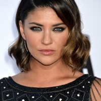 Jessica Szohr Short Soft Wavy Hairstyle with Smoky Eyes