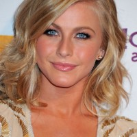 Julianne Hough Cute Layered Mid Length Wavy Hairstyle for Fall