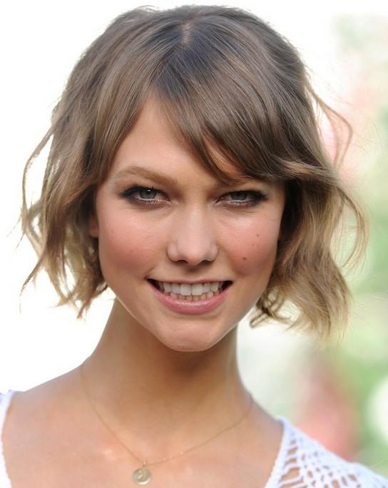 Surprising Karlie Kloss Fun Short Wavy Bob Haircut With Bangs Styles Weekly Hairstyles For Women Draintrainus