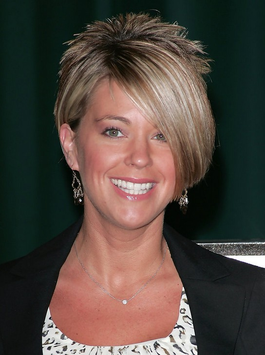 Kate Gosselin Layered Short Side Part Haircut With Long Bangs Styles Weekly