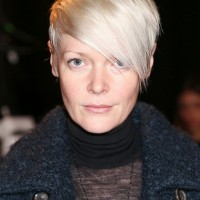 Kate Lanphear Side Parted Short Straight Haircut with Side Swept Bangs