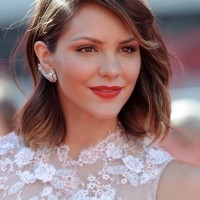 Katharine McPhee Medium Length Wavy Hairstyle for Summer