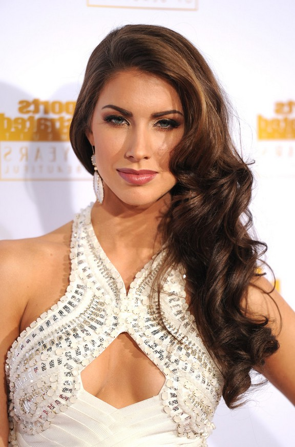 Katherine Webb Sexy Long Wavy Side Swept Hairstyle For