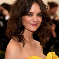 Katie Holmes Cute Medium Wavy Hairstyle for Girls