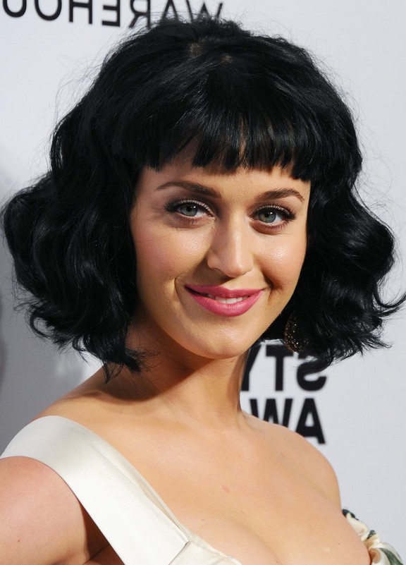 Katy Perry Short Black Wavy Hairstyle With Baby Bangs