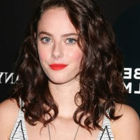 Kaya Scodelario Casual Medium Curly Hairstyle