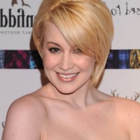 Kellie Pickler Chic Short Straight Blonde Haircut with Side Swept Bangs