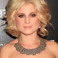 Kelly Osbourne Center Parted Blonde Curly Hairstyle