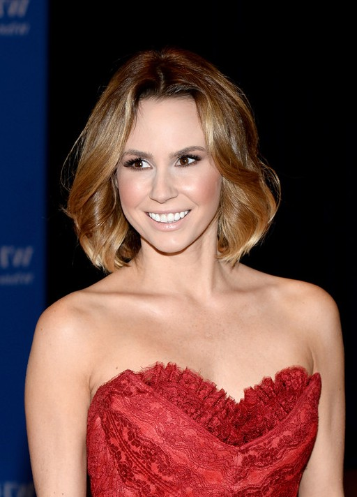 keltie knight medium wavy bob hairstyle styles weekly