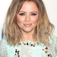 Kimberley Walsh Chic Medium Ombre Hairstyle for Summer