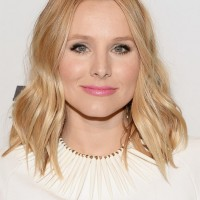 Kristen Bell Cute Center Part Blonde Wavy Haircut