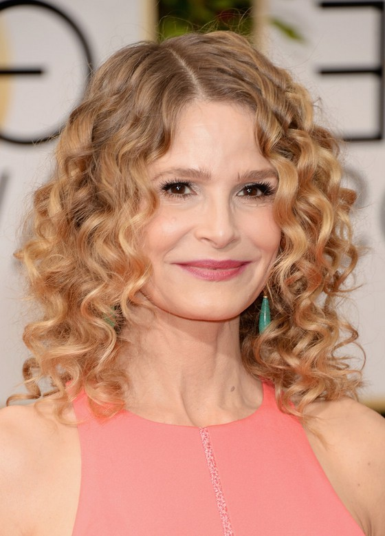 Kyra Sedgwick Cute Shoulder Length Curly Hairstyle For Women