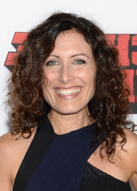 Lisa Edelstein Casual Simple Easy Daily Medium Curly Hairstyle ...