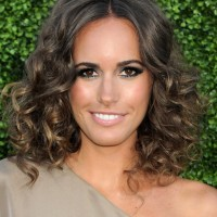Louise Roe Shoulder Length Curly Hairstyle for Summer