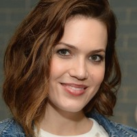 Mandy Moore Latest Medium Teased Wavy Bob Haircut