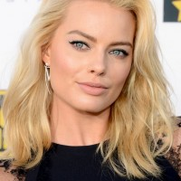 Margot Robbie Latest Medium Blonde Wavy Hairstyle for oblong Faces