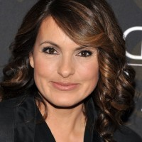 Mariska Hargitay Highlighted Medium Curly Hairstyle with Bangs for Square Faces