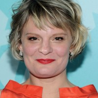Martha Plimpton Short Wavy Hairstyle for Women Over 40