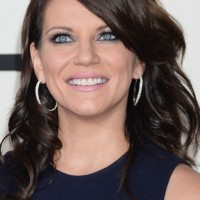 Martina McBride Shoulder Length Hairstyle for Mature Women Over 60
