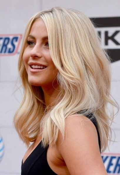 Medium Length Wavy Hairstyle for Fine Hair