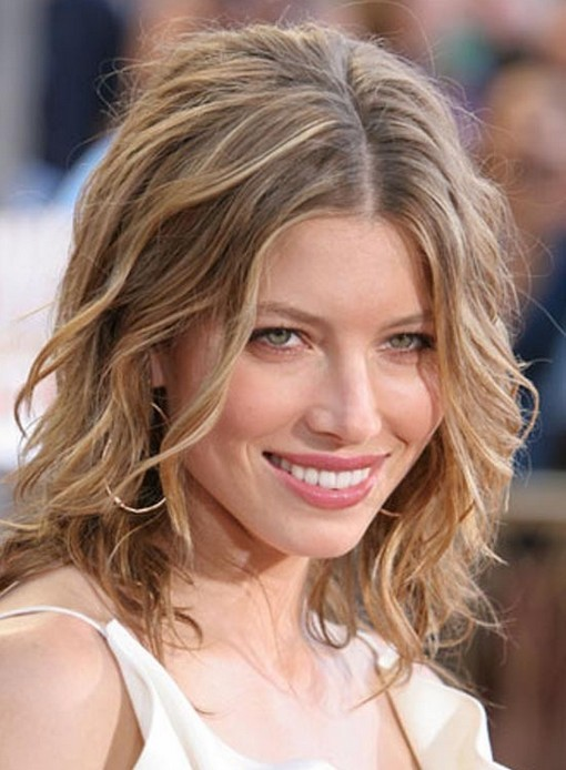 Medium Wavy Hair: Everyday Hairstyles