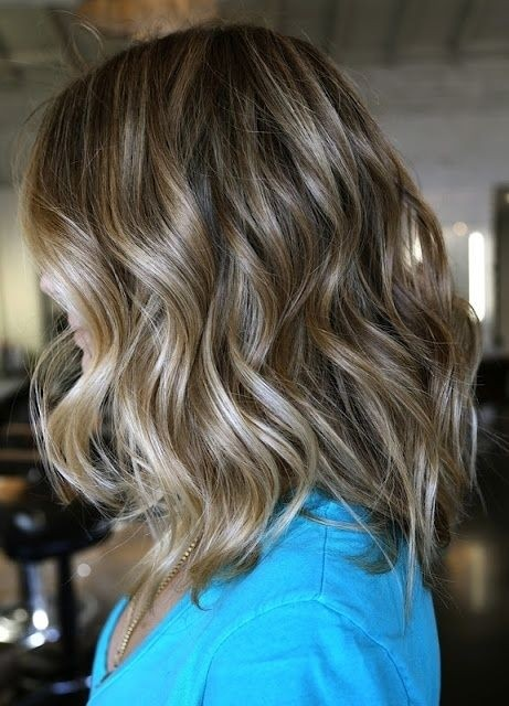 Medium Wavy Hairstyle: This kind of hairstyle for the summer!