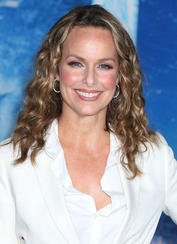 Melora Hardin Shoulder Length Curly Hairstyle for Women Over 40 | Styles Weekly