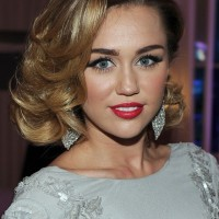 Miley Cyrus Medium Curly Hairstyle for Prom