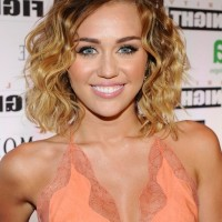 Miley Cyrus Sexy Layered Medium Ombre Hairstyle for Summer
