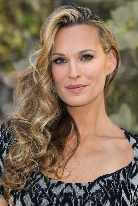 Molly Sims Long Ombre Curly Hairstyle for Women Over 40 ...