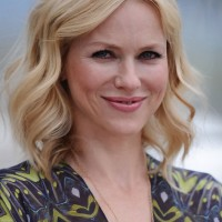 Naomi Watts Medium Blonde Wavy Hairstyle for Thin Hair