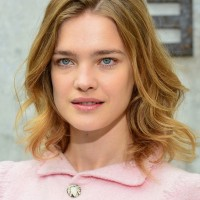 Natalia Vodianova Chic Shoulder Length Wavy Hairstyle for Women